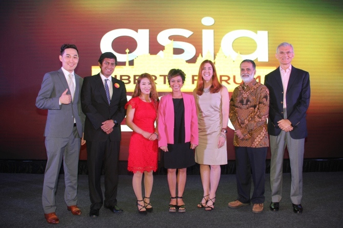A group poses for a photo at the Asia Liberty Forum.