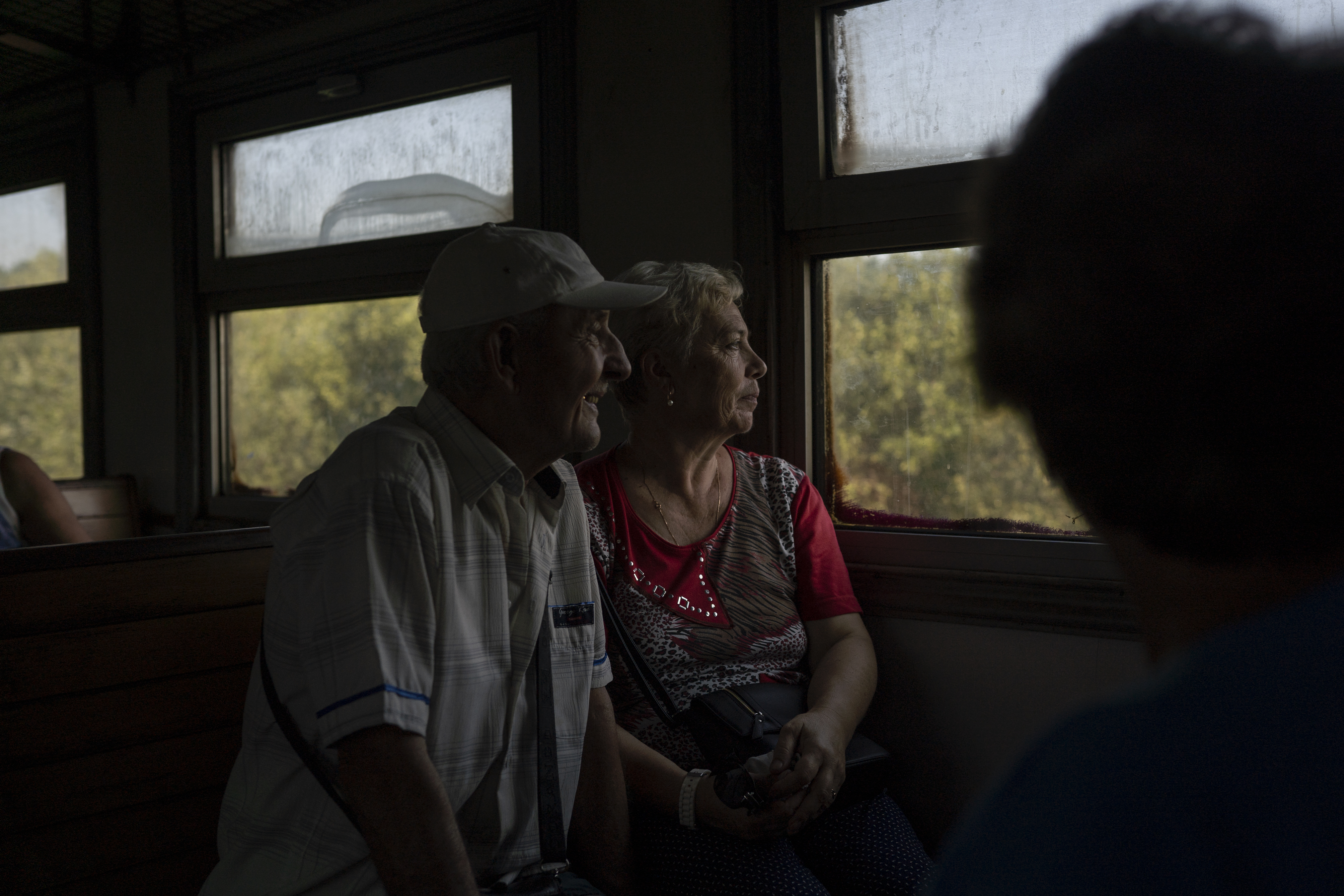 Viktor and his wife Lubov take the train to their small dacha, a small countryside home (AtlasNetwork.org Photo/Bernat Parera).