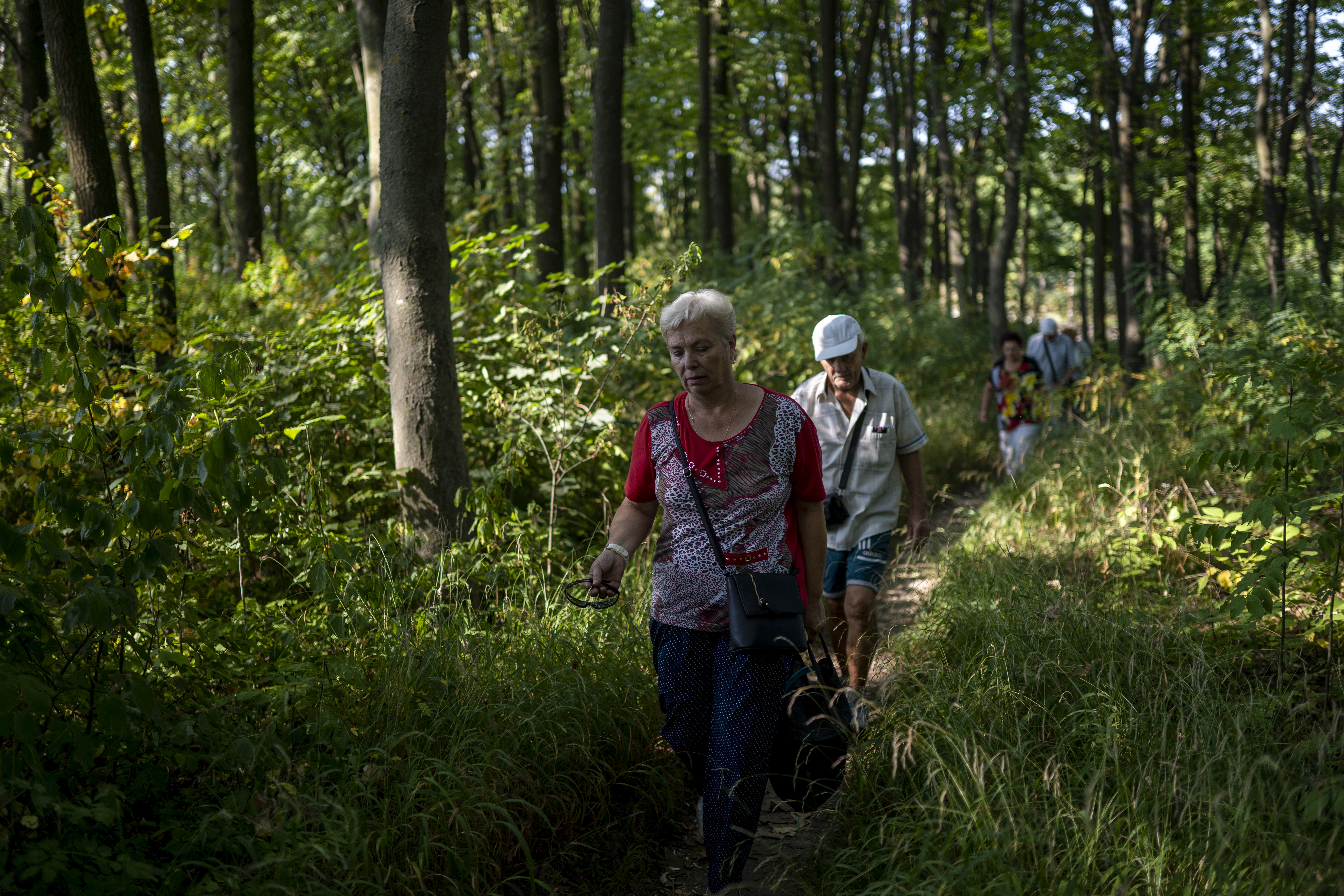 Viktor and Lubov must complete the journey to their dacha on foot (AtlasNetwork.org Photo/Bernat Parera).