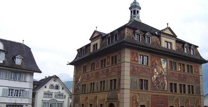 Schwyz Hauptplatz mit Rathaus