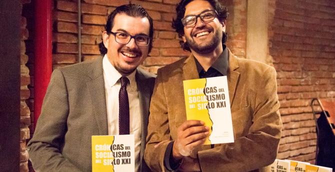 Luis Espinosa Goded (left) and Andrés Ortiz Lemos present Crónicas del Socialismo del Siglo XXI. Photo Credit: Luis Argüello / PlanV.