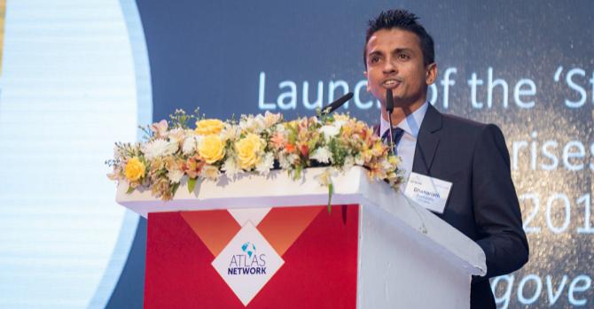 Fernando gives a speech at an Atlas Network event.