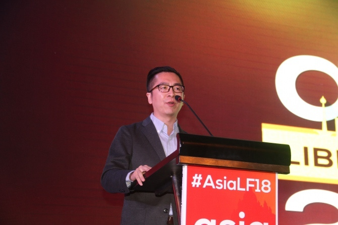 Junjie on stage speaking at the 2018 Asia Liberty Forum.